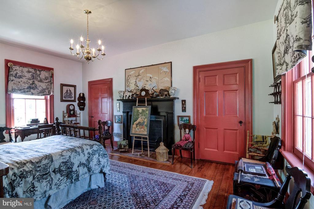 Bedroom Three with fireplace - 7508 BELMONT RD, SPOTSYLVANIA