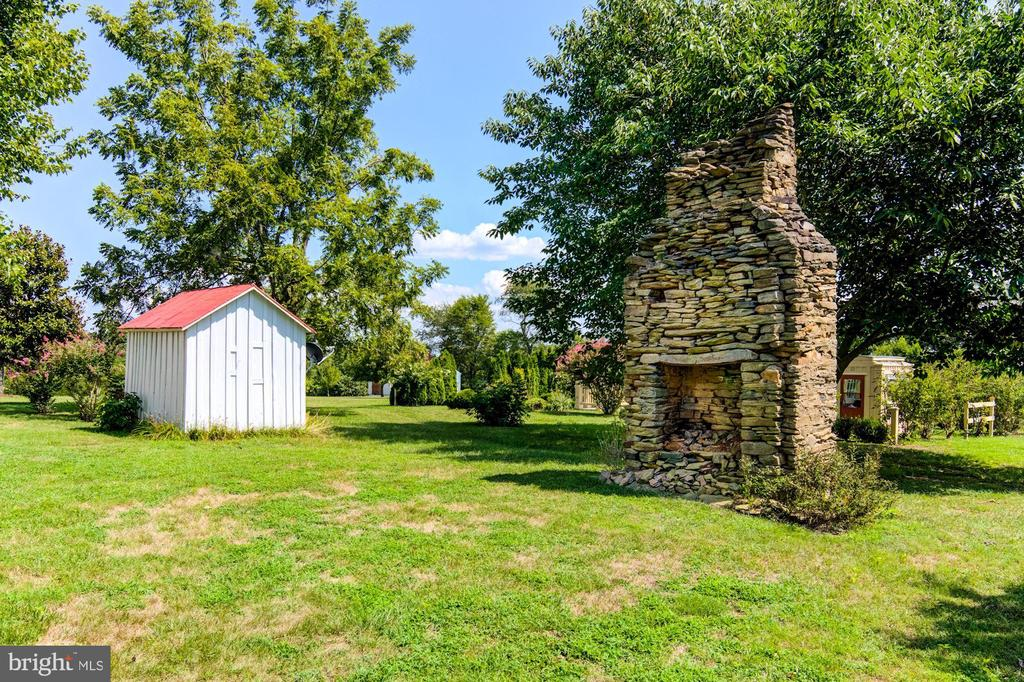 Old chimney and pump house - 7508 BELMONT RD, SPOTSYLVANIA
