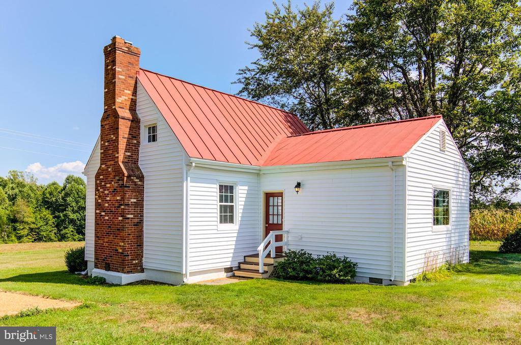 The Bond House (circa 1740) - 7508 BELMONT RD, SPOTSYLVANIA