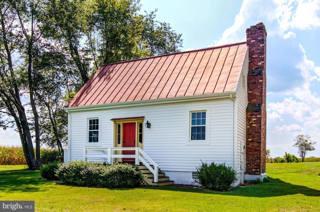 The Bond House (circa 1740) 3 BR 1 Ba Guest House - 7508 BELMONT RD, SPOTSYLVANIA