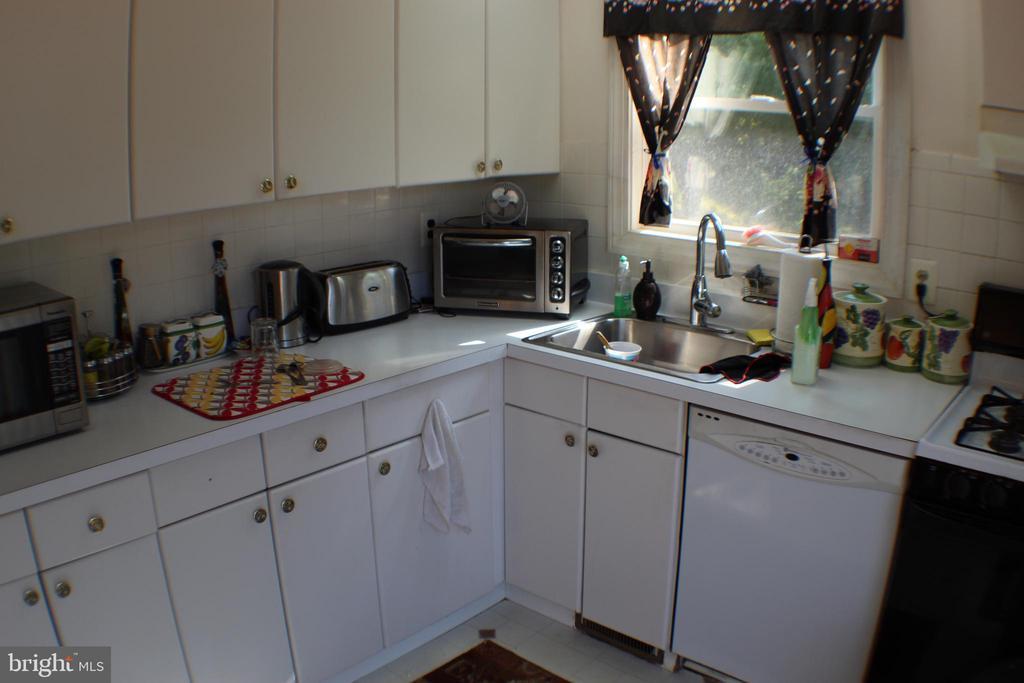 Kitchen - 9060 ANDROMEDA DR, BURKE