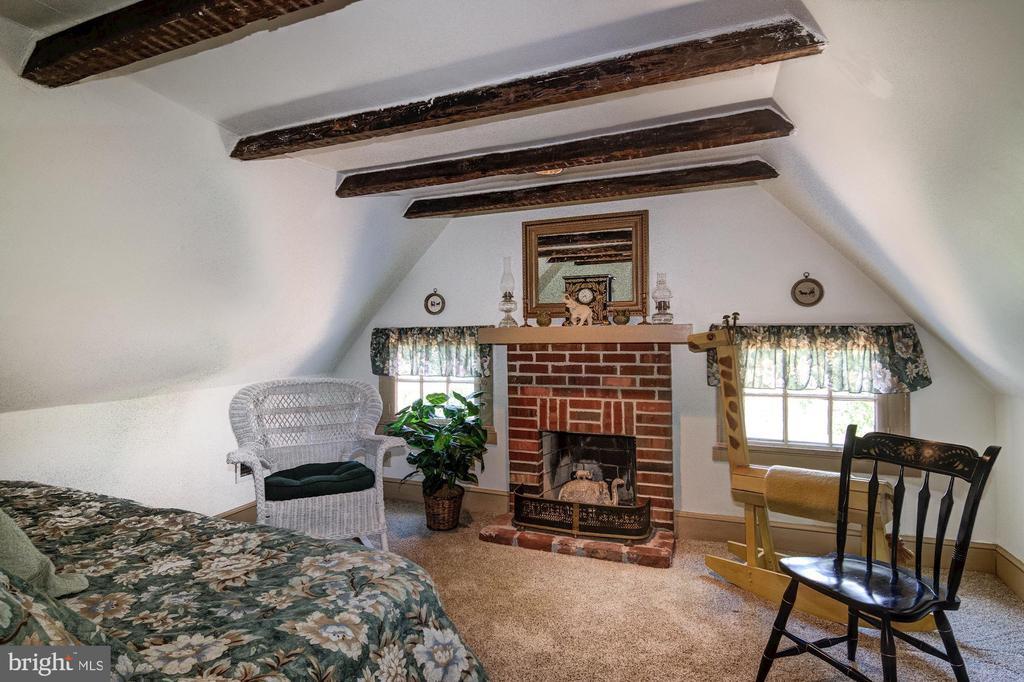 Guest House Upper Level Bedroom Three w fpl - 7508 BELMONT RD, SPOTSYLVANIA