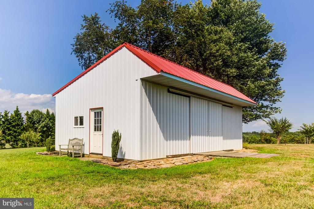 Garage/ workshop/ shed 24 x 36 w separate electric - 7508 BELMONT RD, SPOTSYLVANIA