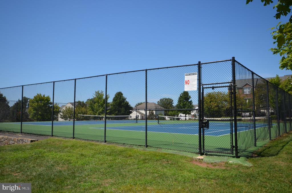 Play tennis on two community outdoor tennis courts - 45794 MOUNTAIN PINE SQ, STERLING