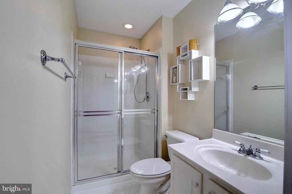 Attached Bath to Bedroom 4 - 44247 OLDETOWNE PL, ASHBURN