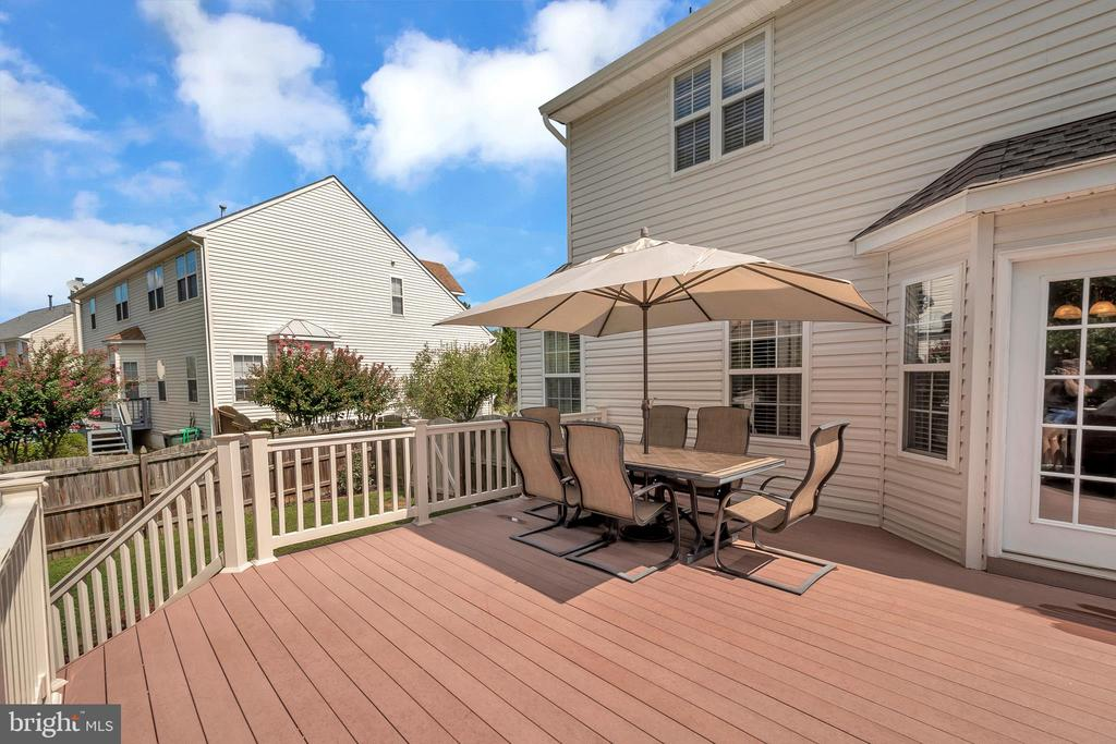 Composite Deck 20X18 - 101 BRUSH EVERARD CT, STAFFORD