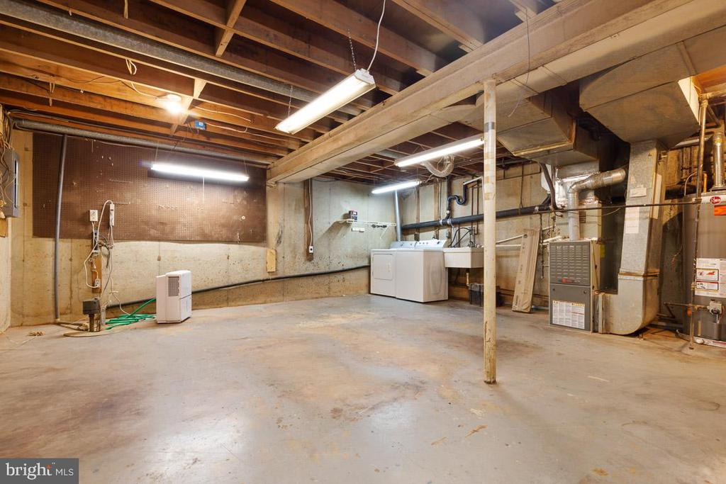 Unfinished work shop with laundry and sump pump - 11715 BLUE SMOKE TRL, RESTON