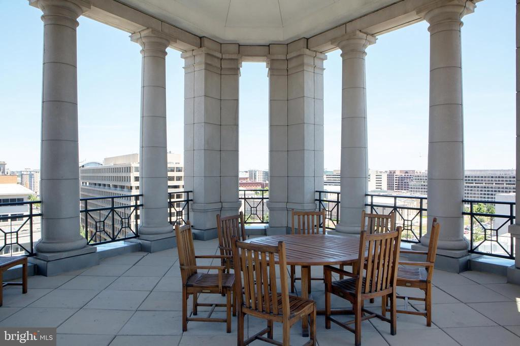 Residential Roof Deck Pavilion View Northeast - 601 PENNSYLVANIA AVE NW #1003N, WASHINGTON