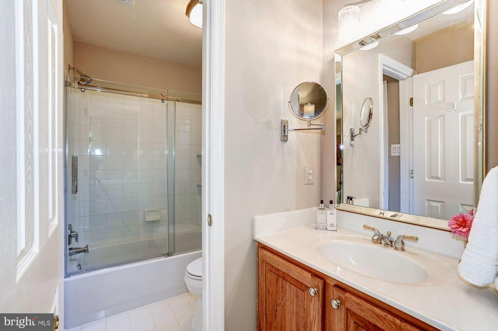 Upgraded Third Full Bath - 43130 KIMBERLEY CT, LEESBURG