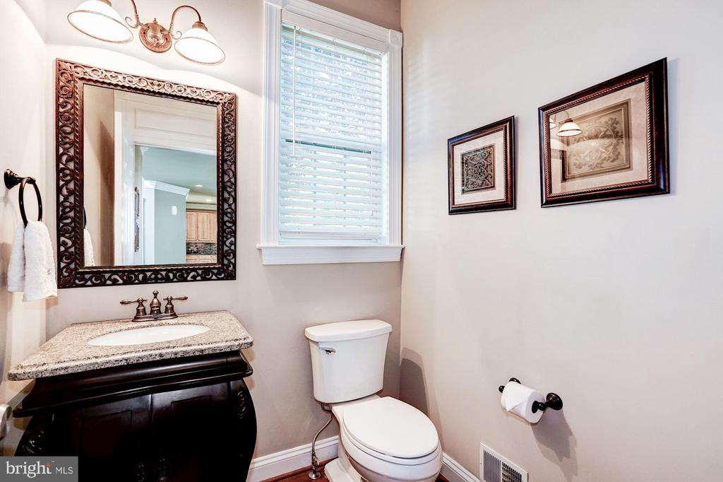 Upgraded Main Level Hal Bath - 43130 KIMBERLEY CT, LEESBURG
