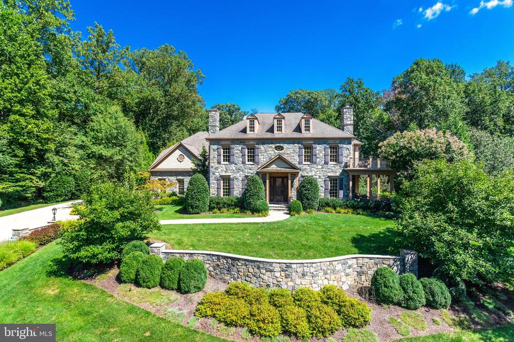 Stunning Estate on Over 1.8 Acre Private Lot - 2479 OAKTON HILLS DR, OAKTON