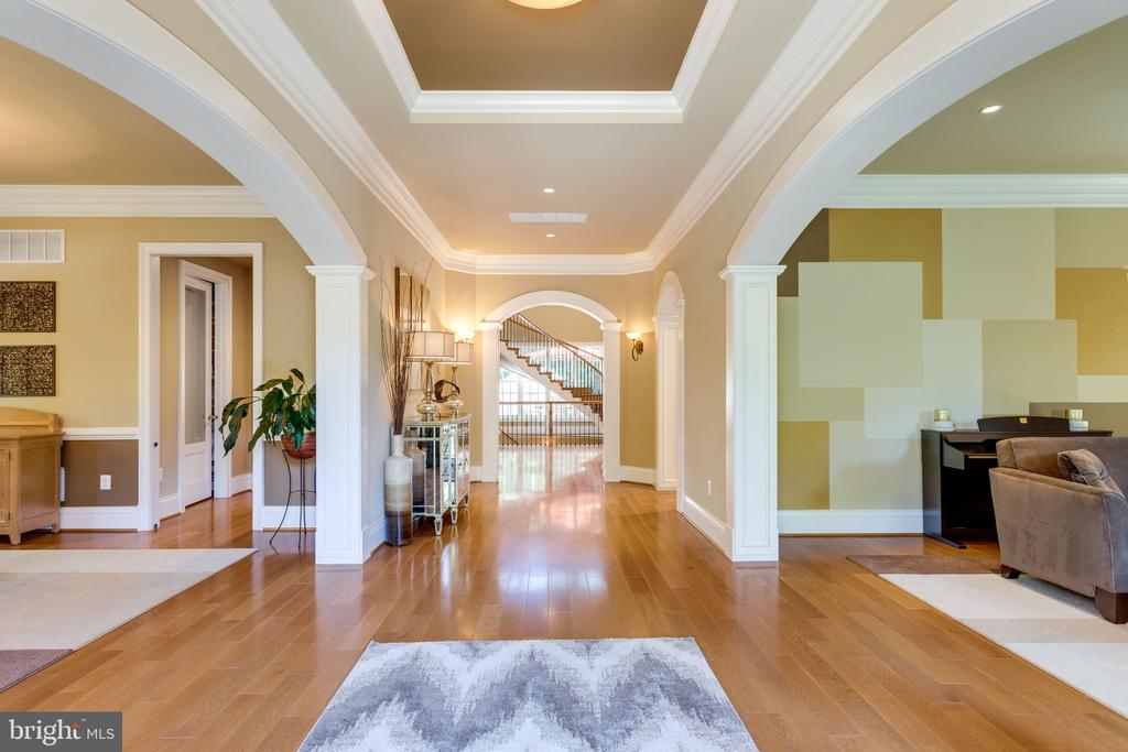 Gracious Archways & Elegant Details Throughout - 2479 OAKTON HILLS DR, OAKTON