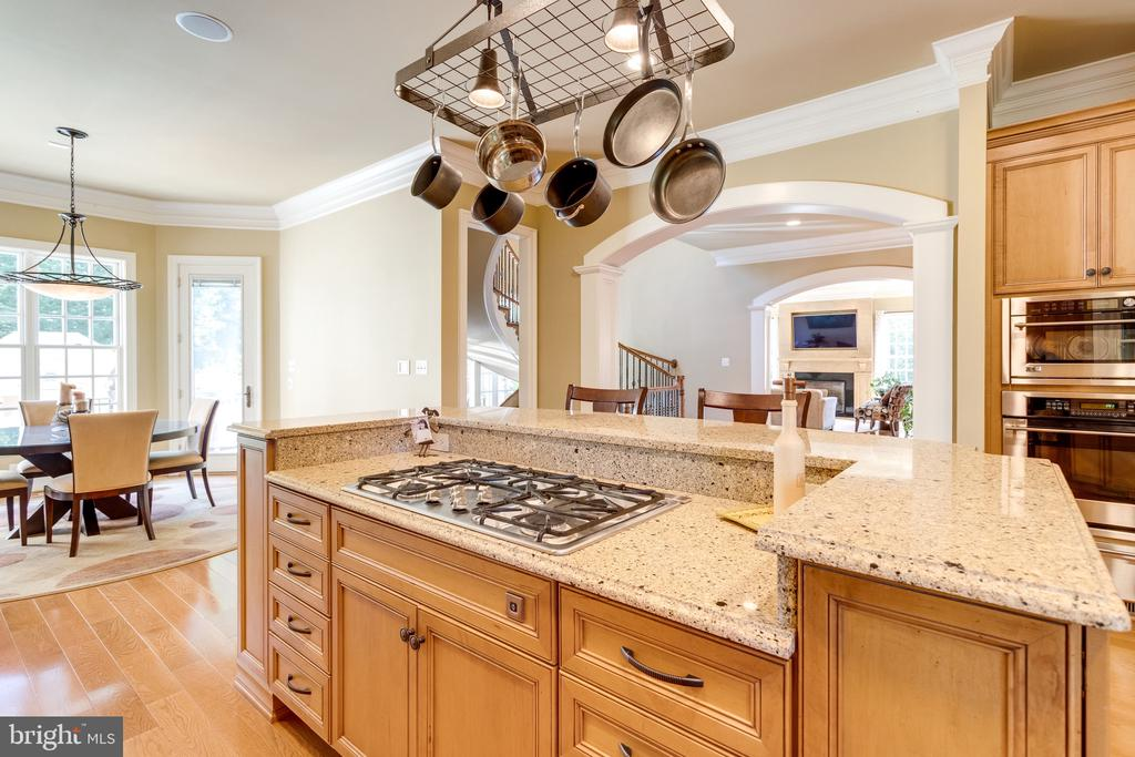 2 Level Island Featured 5 Burner Gas Cooktop - 2479 OAKTON HILLS DR, OAKTON