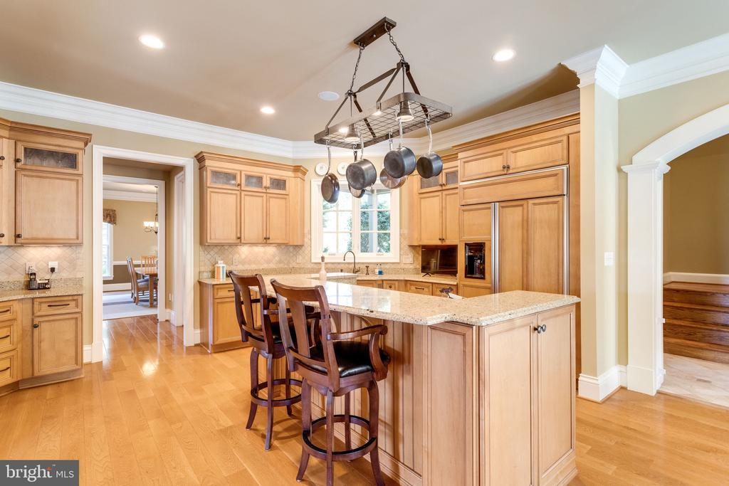 Island with Breakfast Bar - 2479 OAKTON HILLS DR, OAKTON