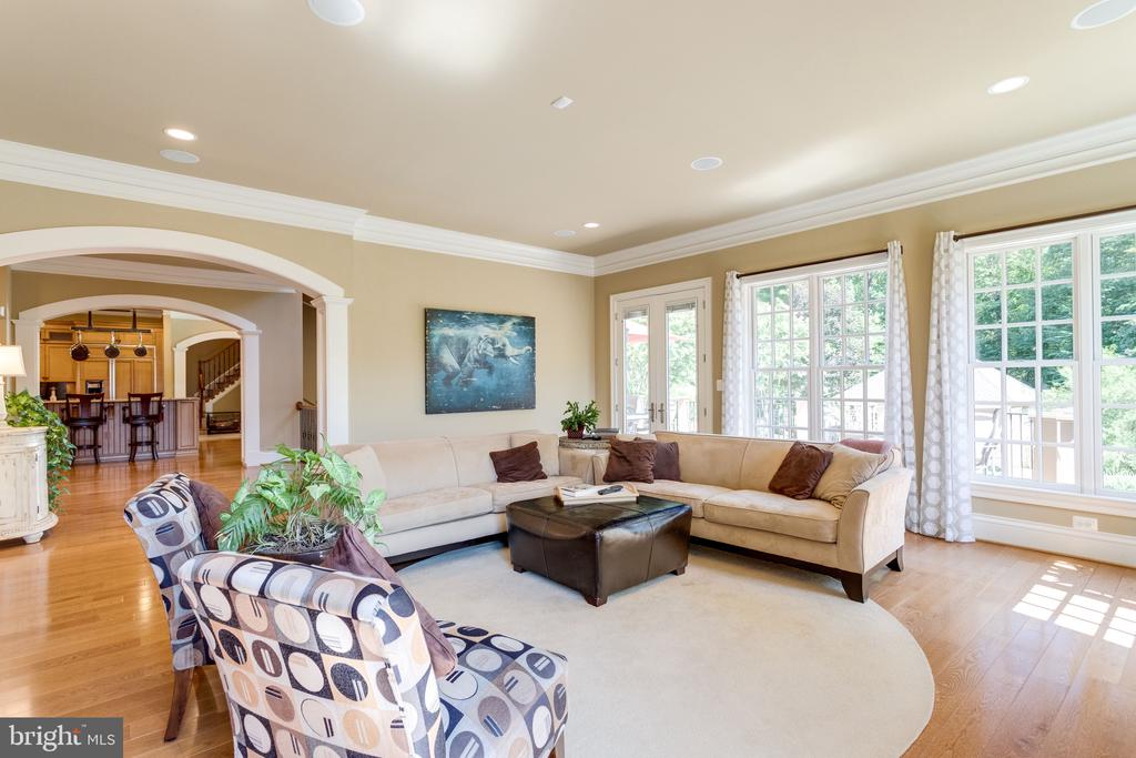 Sunny Great Room Enjoys Deck Access - 2479 OAKTON HILLS DR, OAKTON