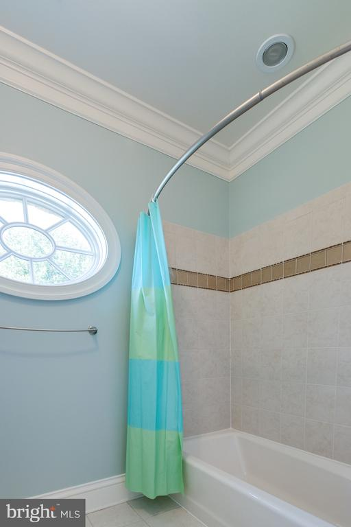 Elegant Oval Window in Bath - 2479 OAKTON HILLS DR, OAKTON