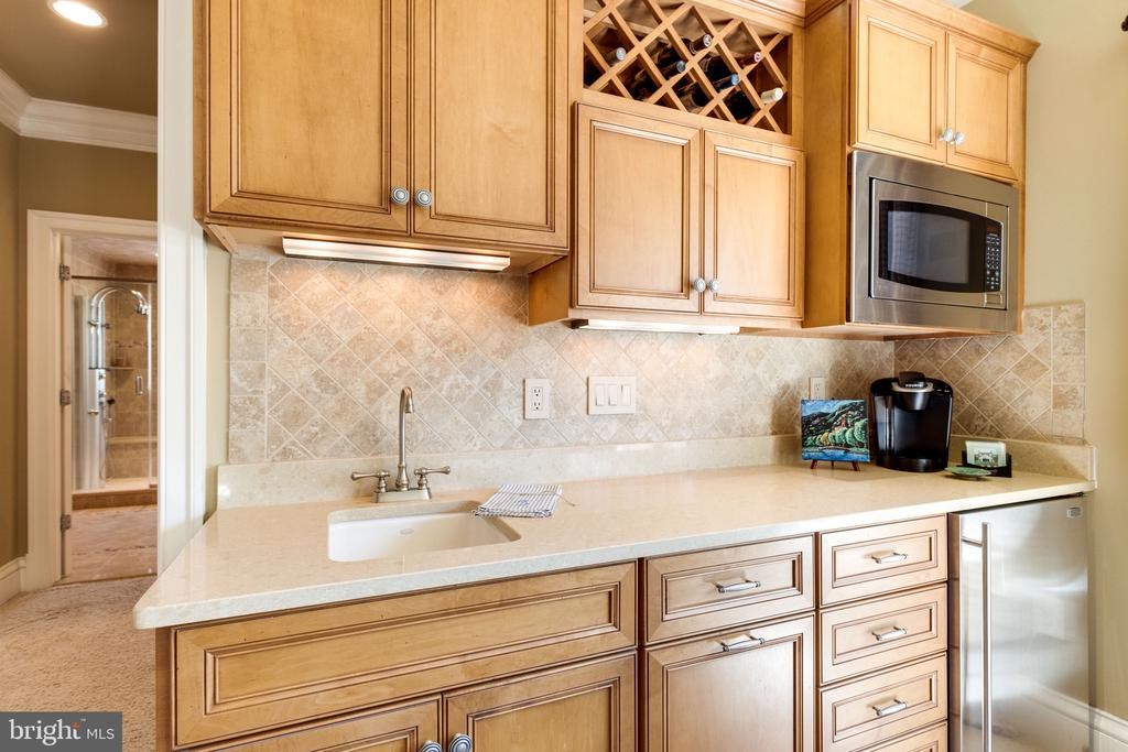 Breakfast Wet Bar in Owner's Retreat - 2479 OAKTON HILLS DR, OAKTON