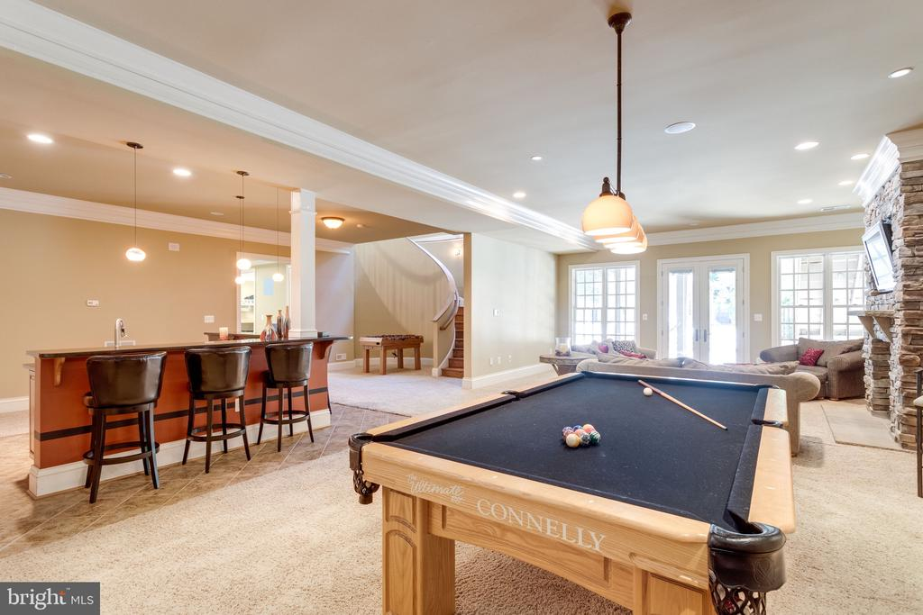 Plenty of Space for Entertaining - 2479 OAKTON HILLS DR, OAKTON