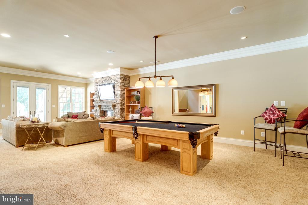 Perfect for Game Day Entertaining - 2479 OAKTON HILLS DR, OAKTON