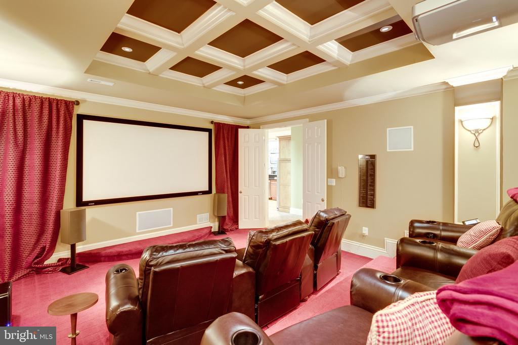 Theatre-style Seating - 2479 OAKTON HILLS DR, OAKTON