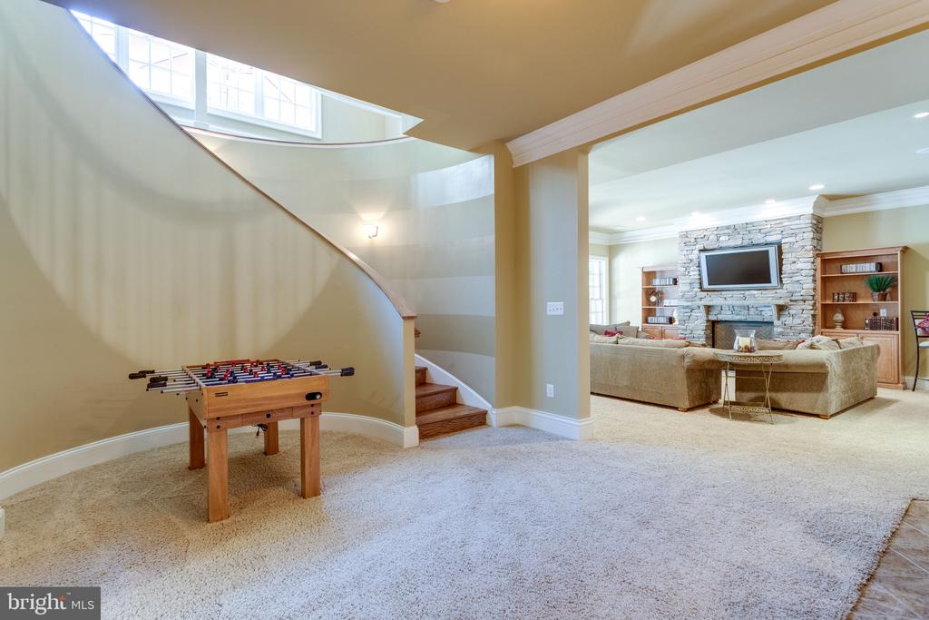 Curved Staircase to Lower Level - 2479 OAKTON HILLS DR, OAKTON