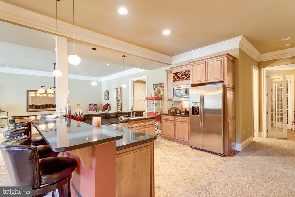 Entertaining  Kitchen & Wet Bar - 2479 OAKTON HILLS DR, OAKTON