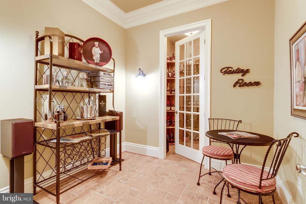 Tasting Room - 2479 OAKTON HILLS DR, OAKTON