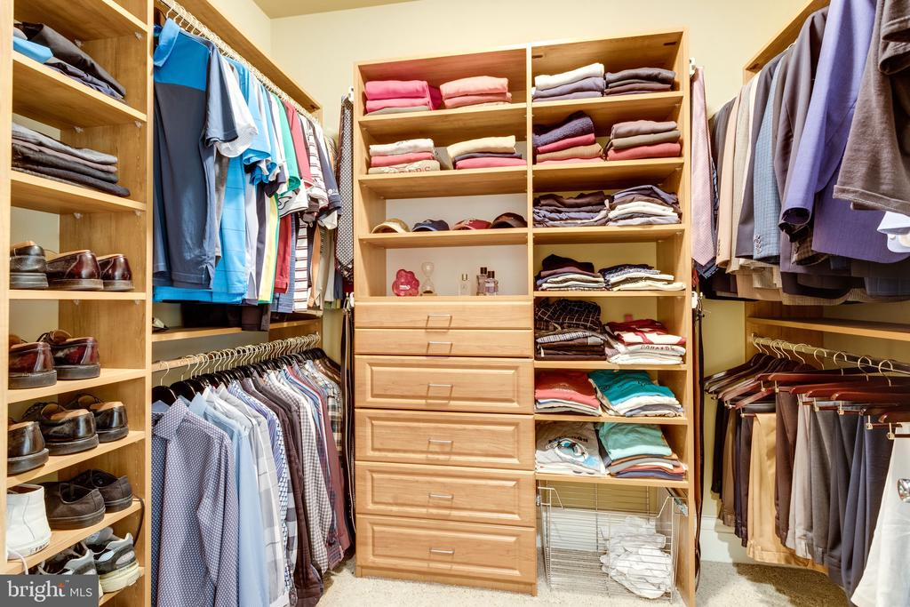 2 Walk-in Closets with Organizers - 2479 OAKTON HILLS DR, OAKTON