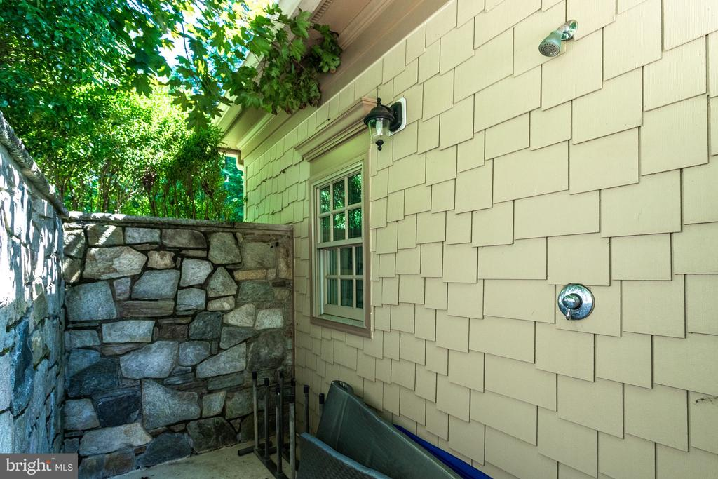 Private Outdoor Shower at Poolhouse - 2479 OAKTON HILLS DR, OAKTON