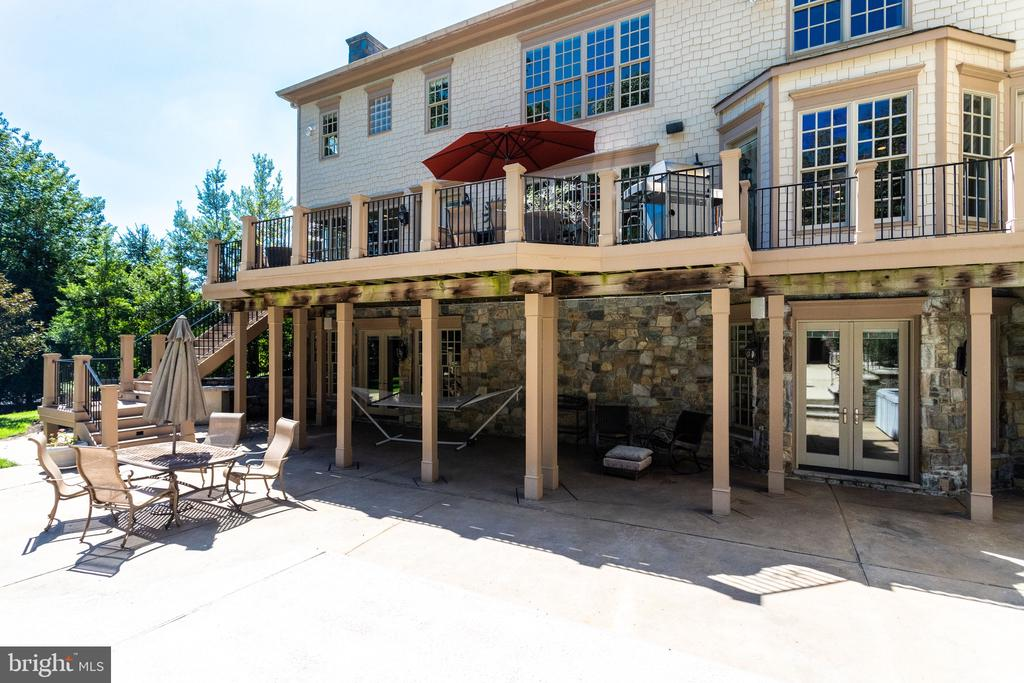 Outdoor Living at its Best - 2479 OAKTON HILLS DR, OAKTON