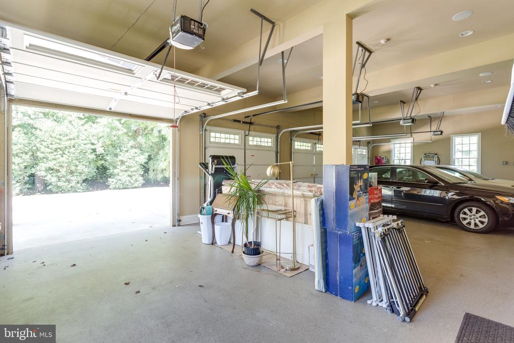 Spacious 4 Car Garage - 2479 OAKTON HILLS DR, OAKTON