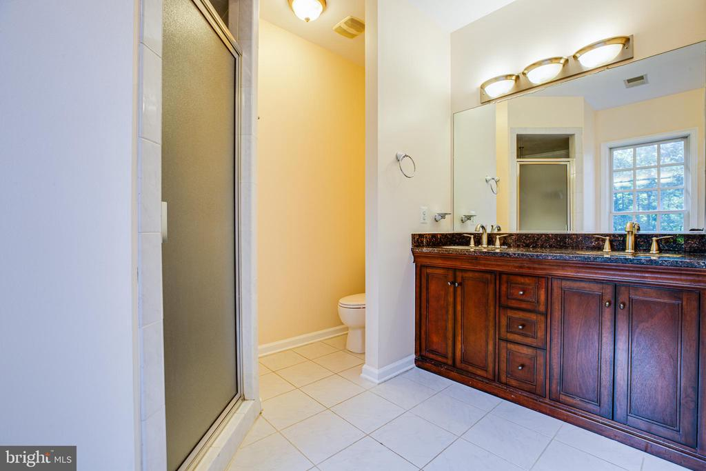 double vanity with walk in closet - 13610 KALMBACKS MILL DR, FREDERICKSBURG