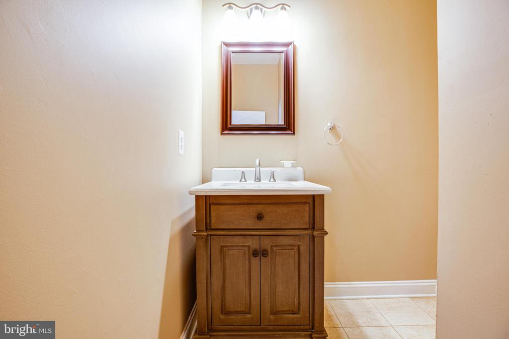 main level powder room - 13610 KALMBACKS MILL DR, FREDERICKSBURG