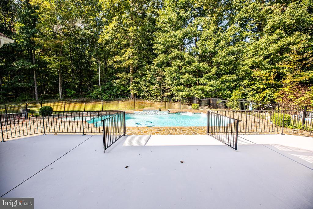 large fenced patio to pool - 13610 KALMBACKS MILL DR, FREDERICKSBURG