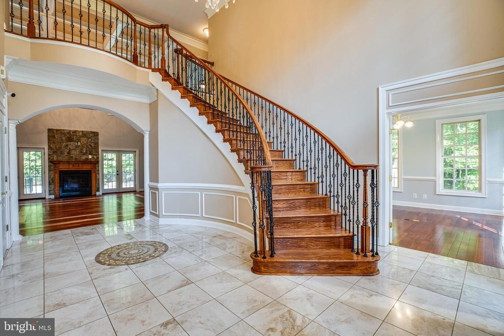 Beautiful staircase - 13610 KALMBACKS MILL DR, FREDERICKSBURG