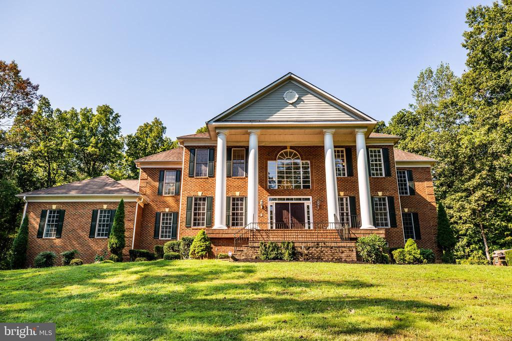 Stunning home on over 2 acres - 13610 KALMBACKS MILL DR, FREDERICKSBURG