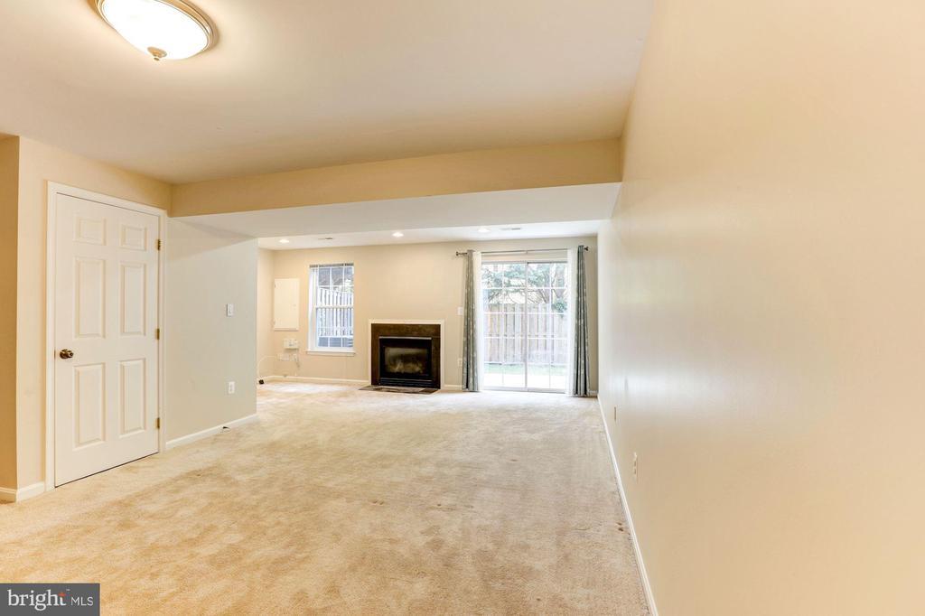 Lower Level Family Room - 15083 JARRELL PL, WOODBRIDGE