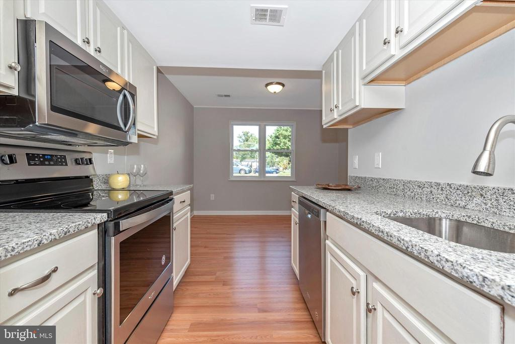 Kitchen - 8829 WHIMSEY CT, WALKERSVILLE