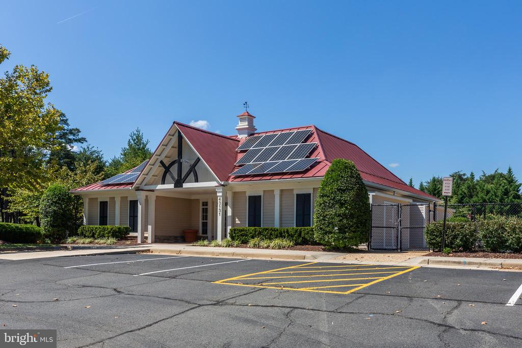 Community Clubhouse - 43046 WATERS OVERLOOK CT, LEESBURG