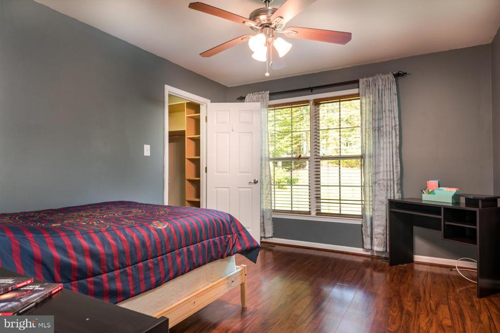 Bedroom with view to front yard and walk-in closet - 88 BOUNDARY DR, STAFFORD