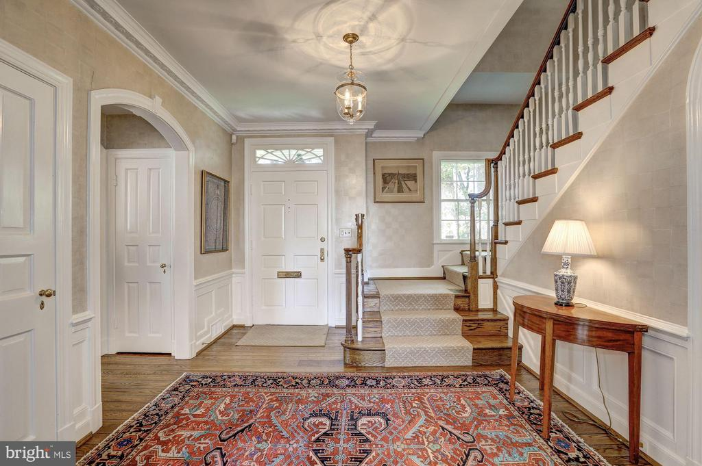 Foyer - 6405 SHADOW RD, CHEVY CHASE