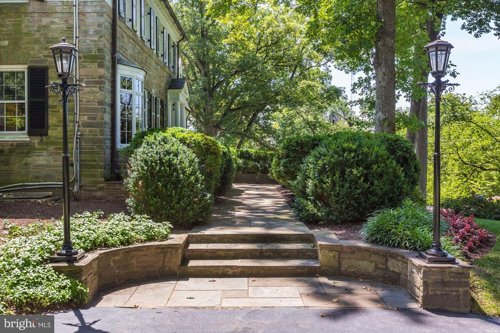 Walkway to front door - 6405 SHADOW RD, CHEVY CHASE
