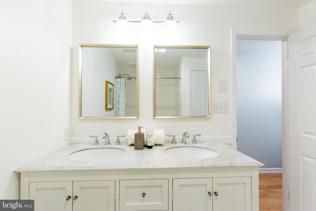 Master bathroom - 2001 19TH ST NW #4, WASHINGTON