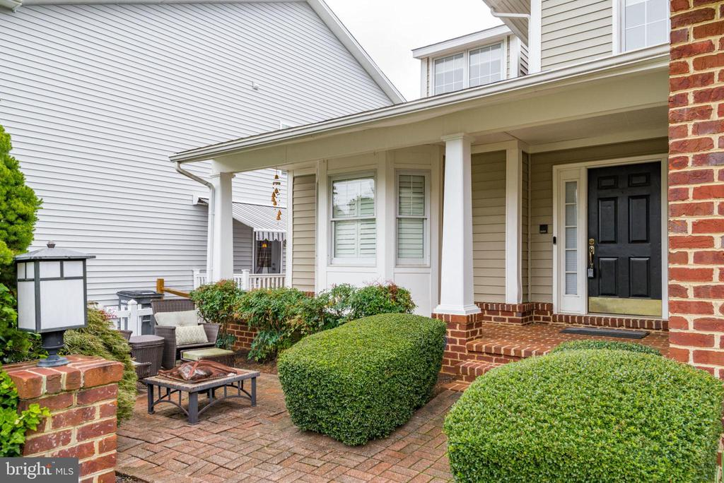 Front brick patio and walkway - 20456 TAPPAHANNOCK PL, STERLING