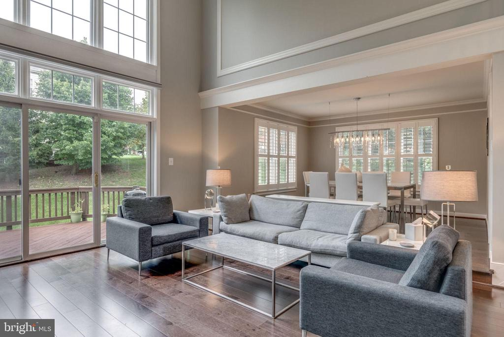 Two story family room with hardwood floors - 20456 TAPPAHANNOCK PL, STERLING