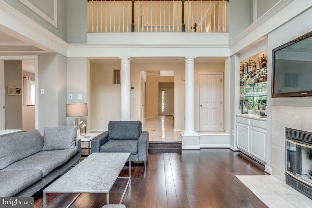 Two story family room - 20456 TAPPAHANNOCK PL, STERLING