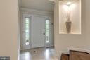 Entry foyer w art niche - 20456 TAPPAHANNOCK PL, STERLING