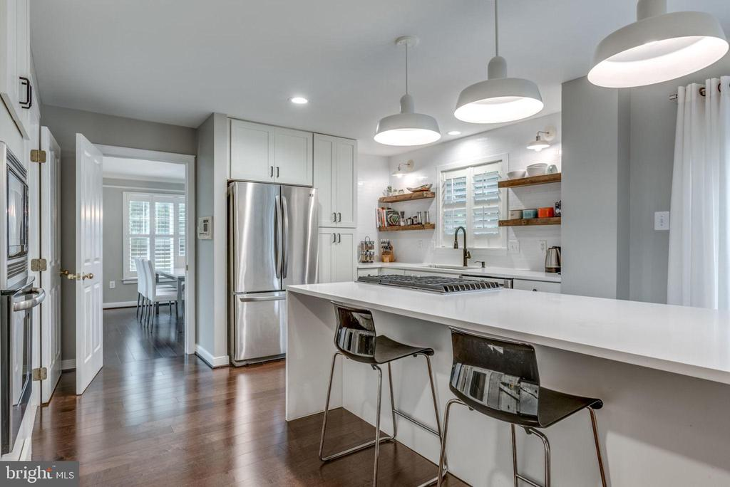 Remodeled kitchen w hardwoods and updated lighting - 20456 TAPPAHANNOCK PL, STERLING