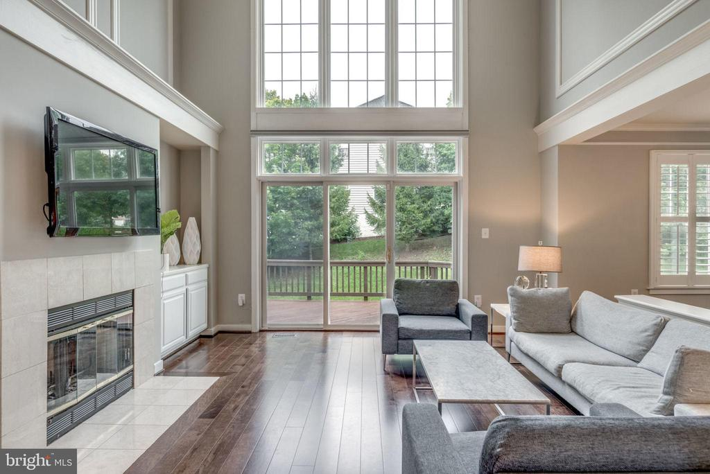 Two story family room w gas fireplace - 20456 TAPPAHANNOCK PL, STERLING