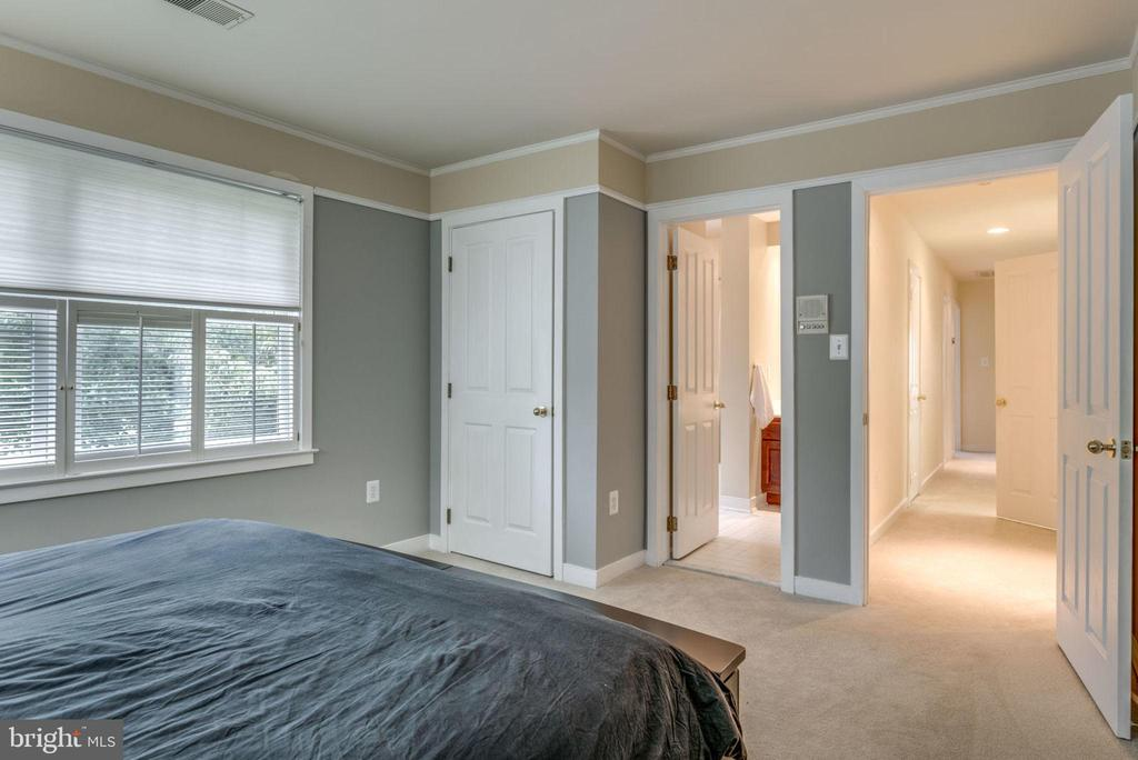 Bedroom 2 with private bath - 20456 TAPPAHANNOCK PL, STERLING